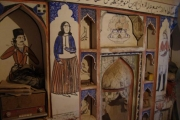 نماي از نقاشي وتصاويري از يك خانه قديمي